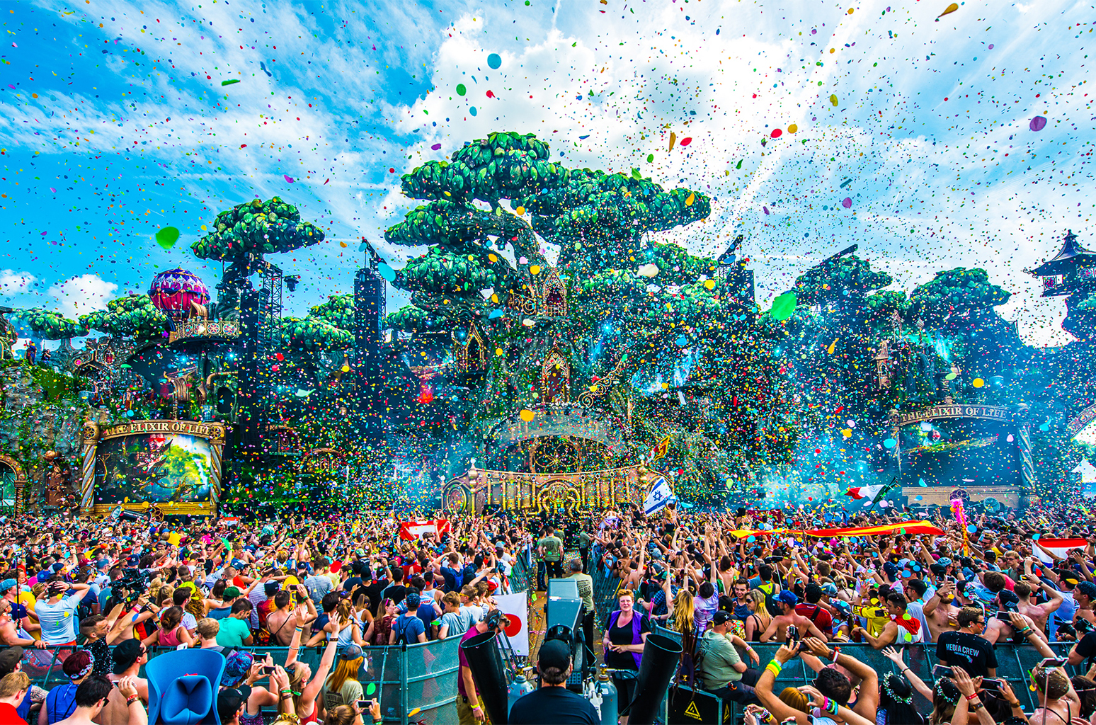 Tomorrowland-2016-1-Billboard-1548